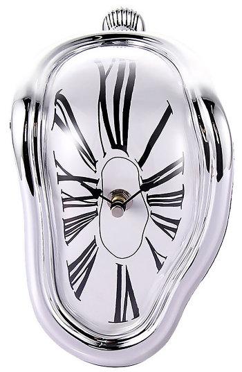 Стекающие настенные часы (в стиле Дали)