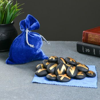 Чёрные руны из керамики с золотым нанесением