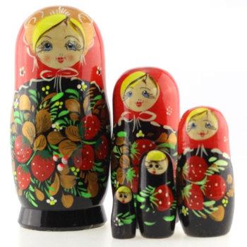 """Матрёшка """"Клубнички"""" (5 мест, 15 см)"""