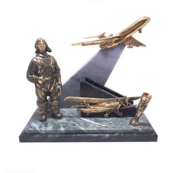 """Письменный прибор """"Авиатор"""" из бронзы и змеевика (высота 18 см)"""