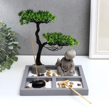 "Сад дзен ""Маленький Будда у дерева в саду"""